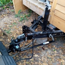Weight distribution hitch for tiny house